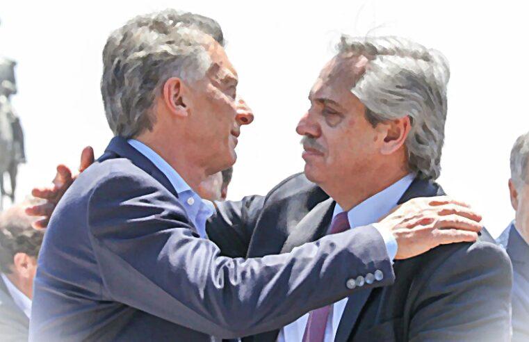 Los discursos de Macri y Fernández, distintos pero parecidos